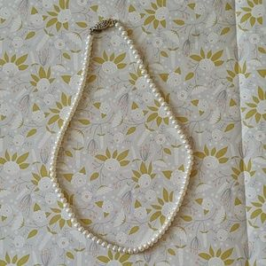 Vintage White Pearl necklace